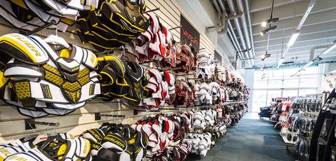 Sponsrat: Bilder från enorma hockeybutiken!